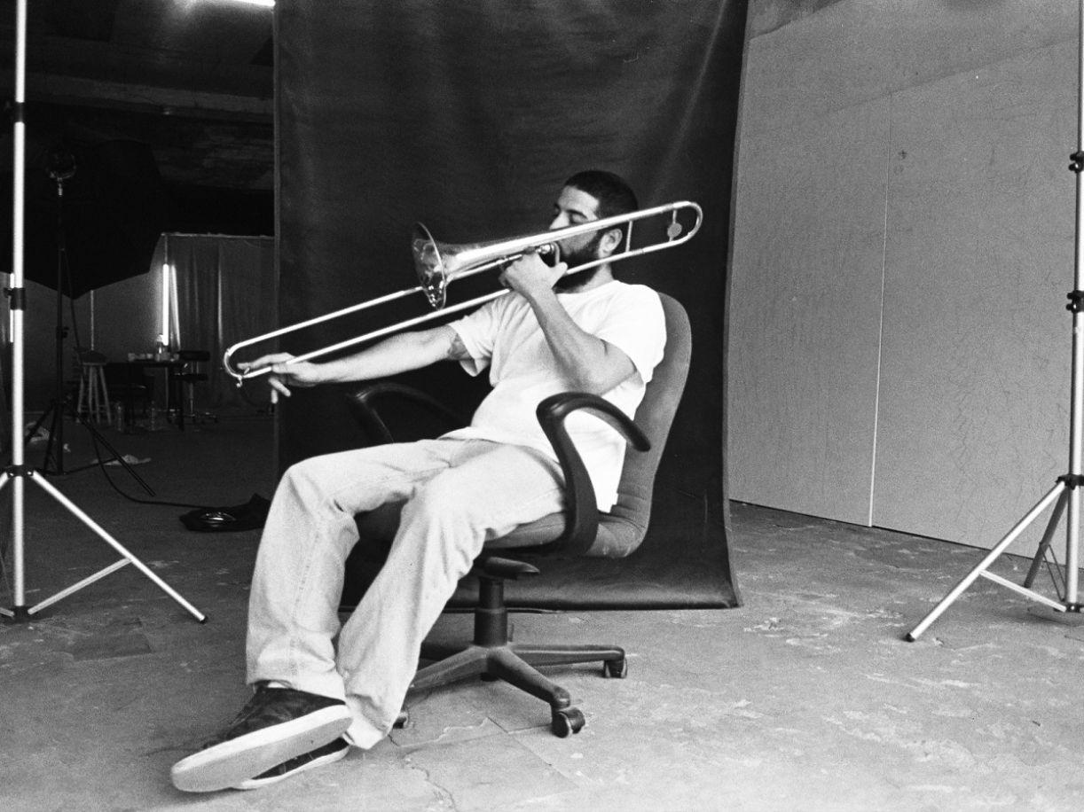 Antonio que, além de bateria, também toca trombone