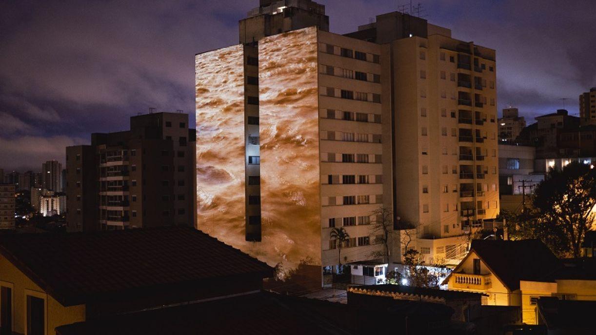 'Transborda', obra de Roberta Carvalho, artista presente na exposição