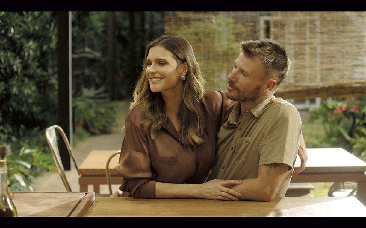 O casal recebe convidados para conversas e receitas