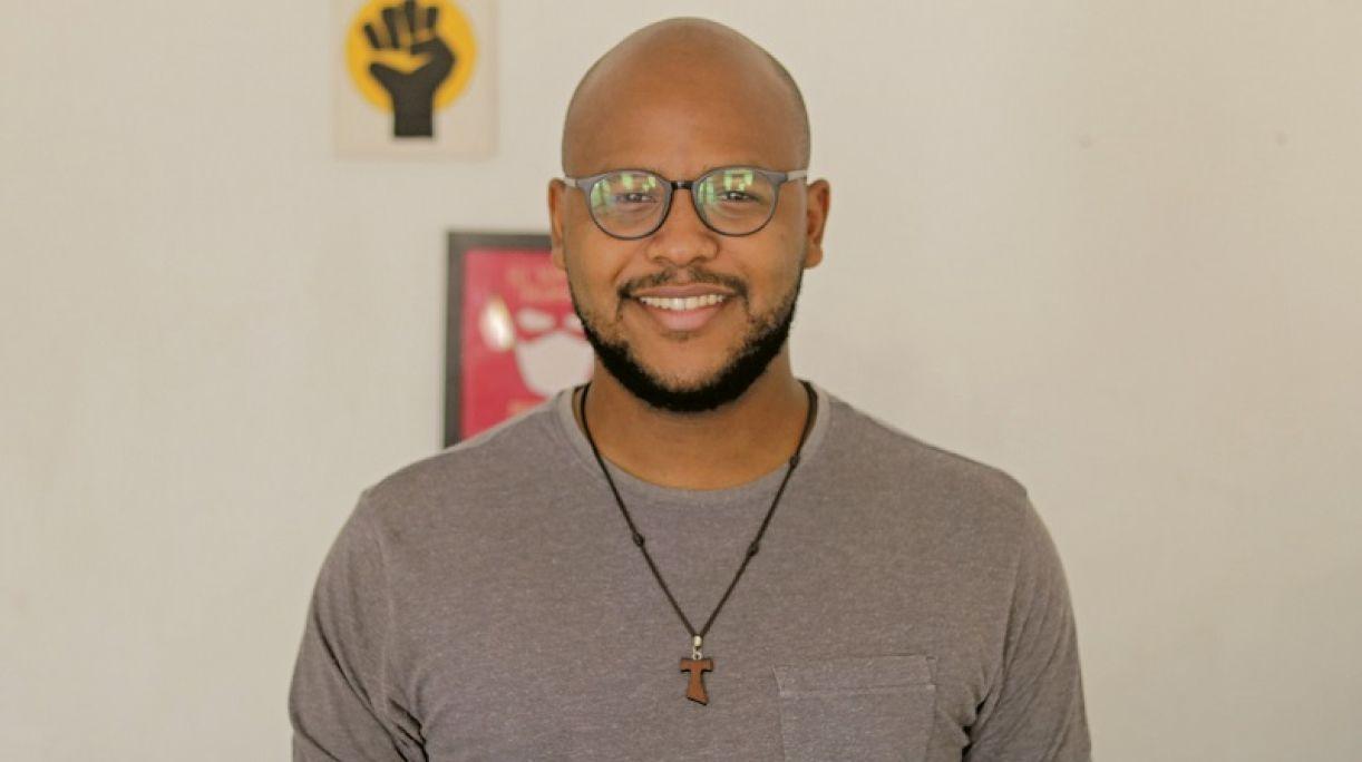 Jackson Augusto fundou o canal 'Afrocrente' e fala de política, religião e questões raciais