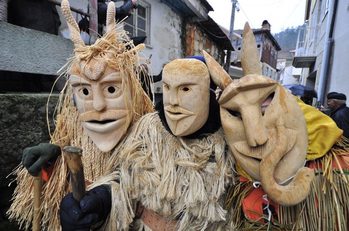 Figuras do Entrudo de lazarim, manifestação tradicional de Portugal, no Paço do Frevo