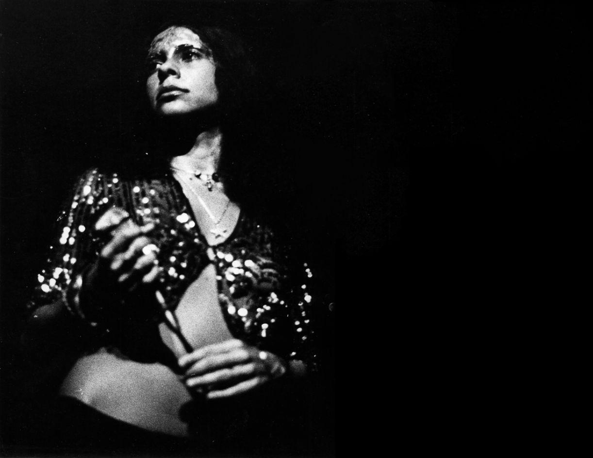 A cantora no show 'Gal a todo vapor' no Teatro Tereza Rachel, no Rio de Janeiro, em 1971