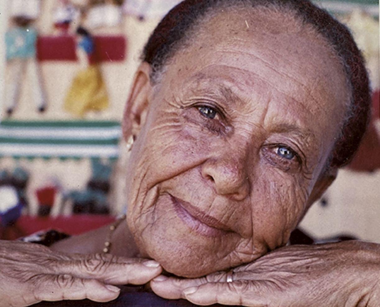 No filme, Dona Duda recorda histórias e versos das mais de 200 músicas que já compôs