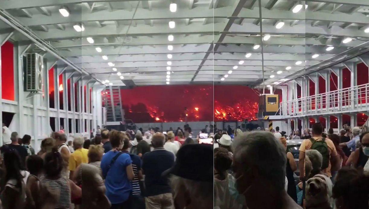 Imagens divulgadas em redes sociais registram o incêndio na Ilha de Evia, na Grécia, em agosto