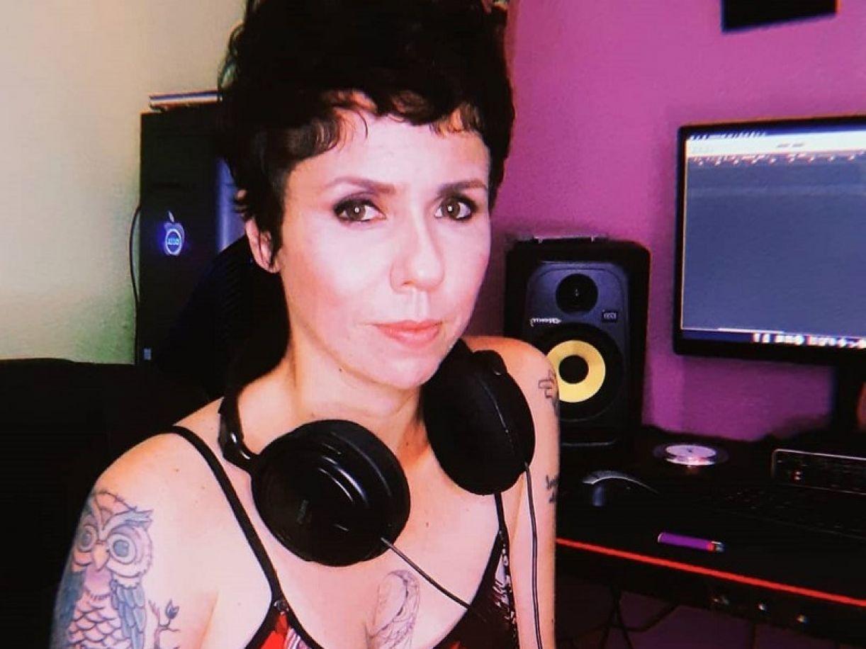 Nascida em Arcoverde, a cantora e compositora Mayara Pera atua há anos na cena musical do Recife