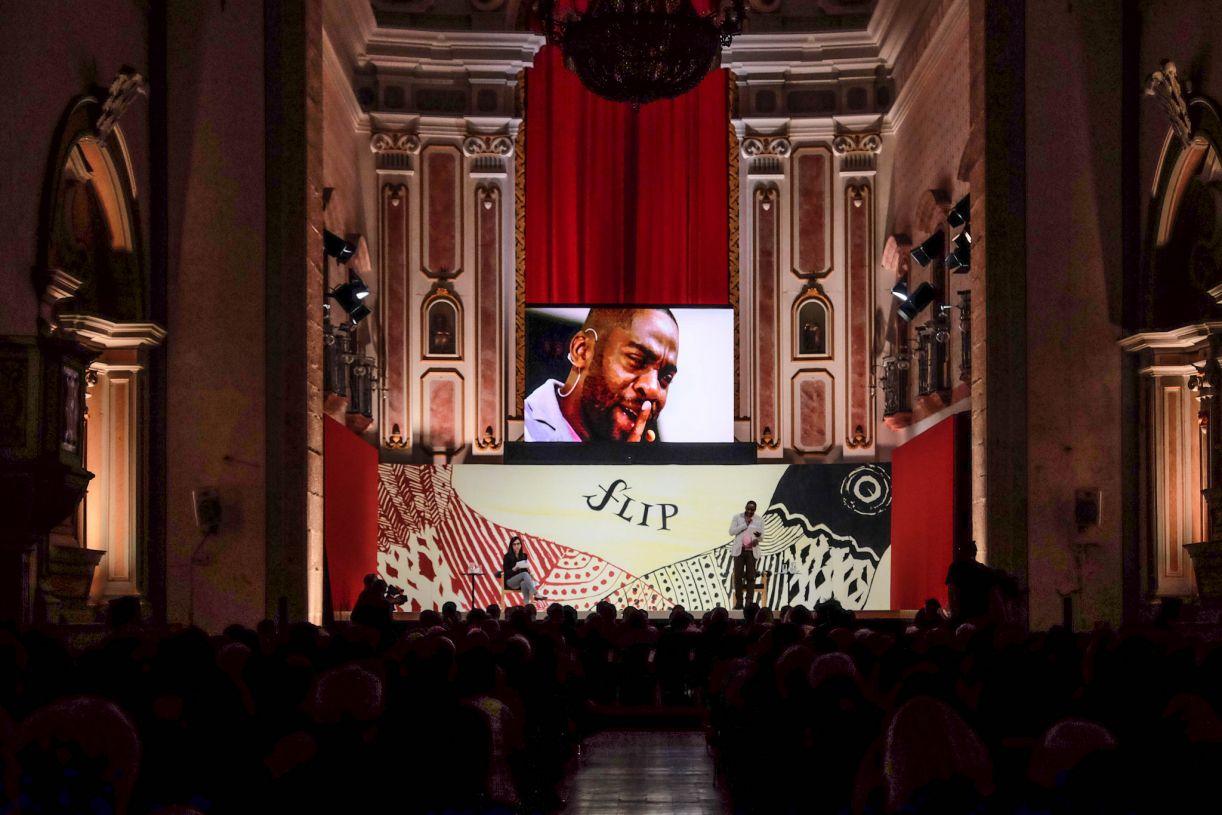 Vida e obra de Lima Barreto foram tema de aula ilustrada na abertura da Flip 2017, com o ator Lázaro Ramos