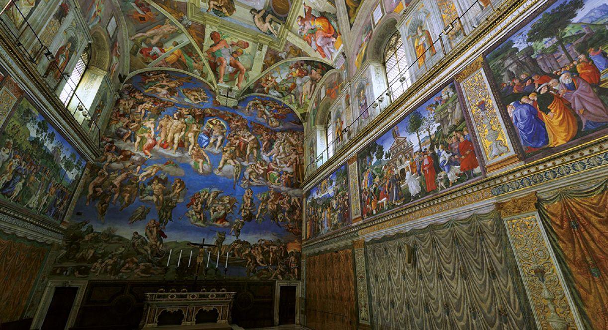 Capela Sistina: a visita virtual oferece um panorama detalhado e asséptico, a presencial, a materialidade da arquitetura e da presença humana