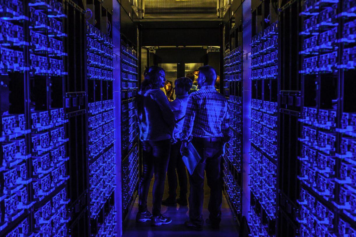 """""""Os servidores que armazenam os arquivos da nuvem também são computadores, só que nunca desligados"""""""