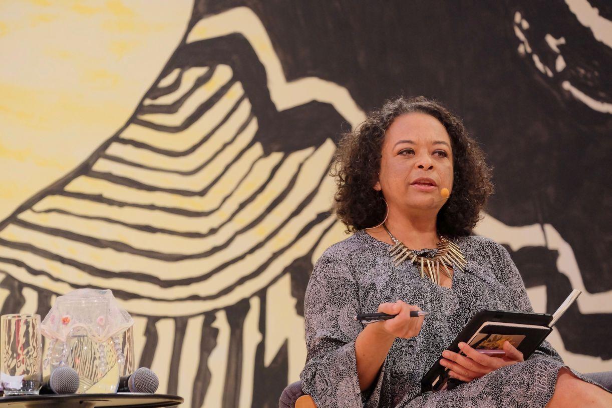 A escritora Ana Maria Gonçalves dividiu mesa na Flip com Conceição Evaristo, prestando um tributo a outras vozes de mulheres negras