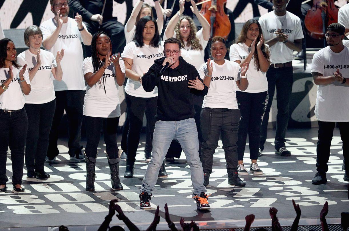 A performance de Logic foi um manifesto sobre saúde mental, depressão e suicídio