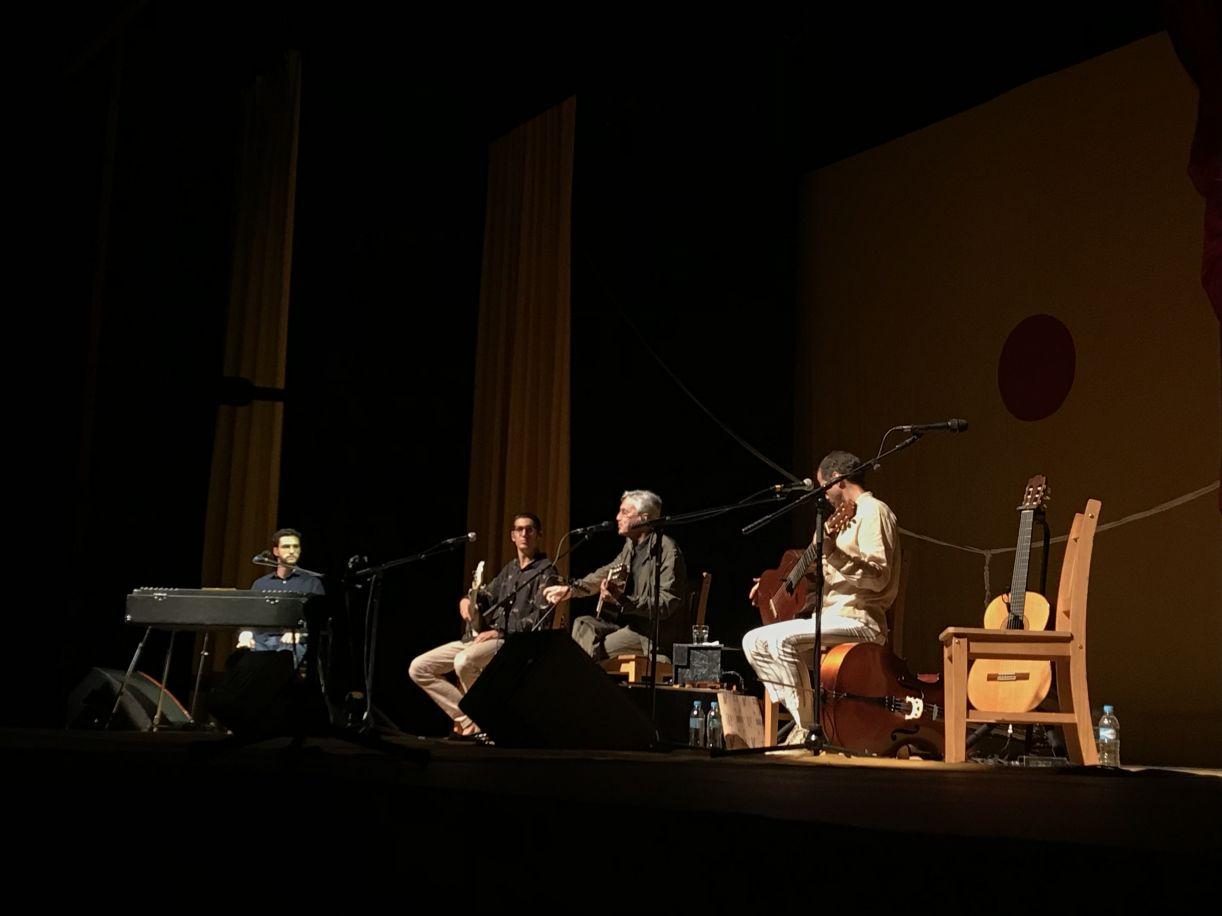 Caetano Veloso e os filhos em show no Teatro do RioMar