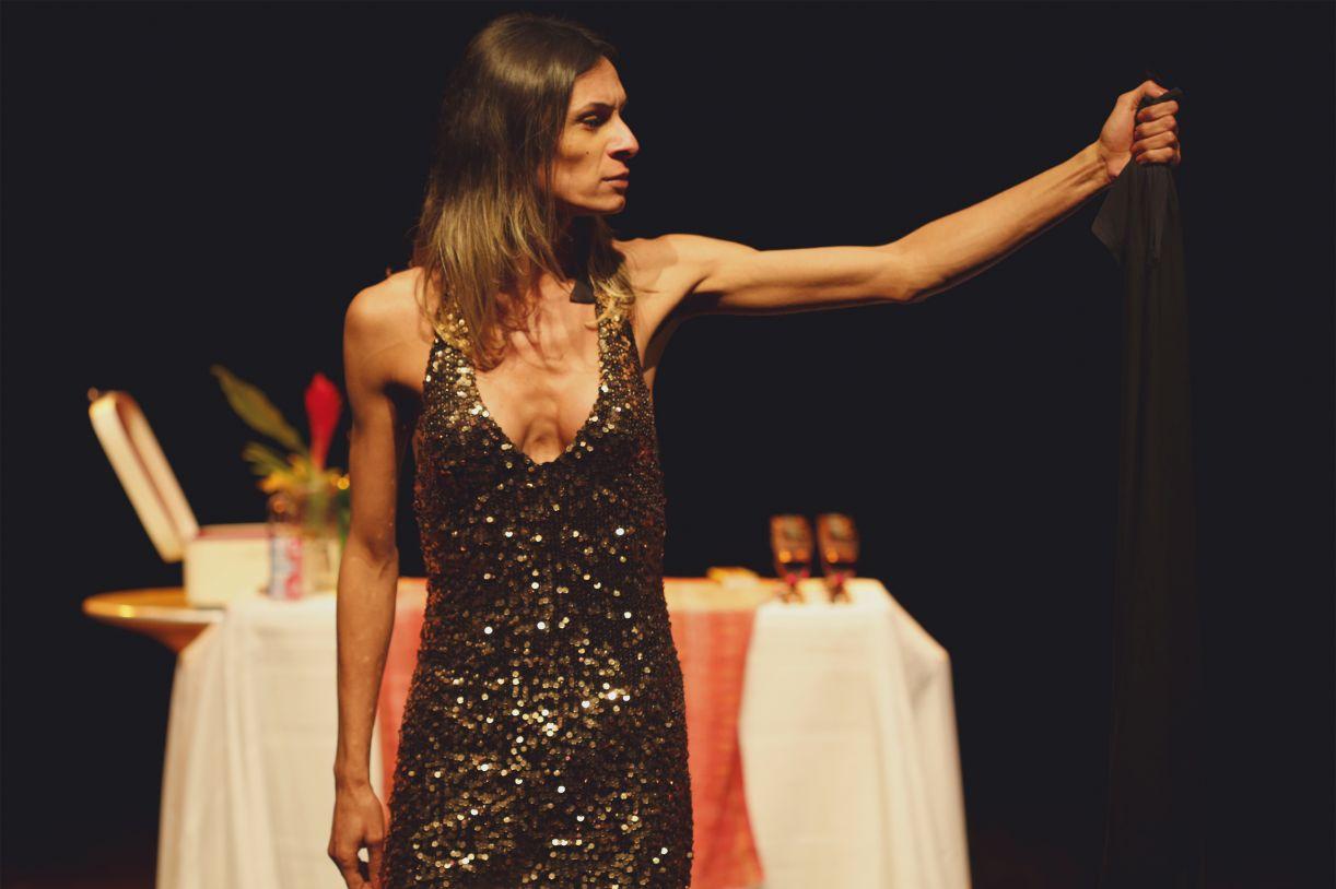A atriz travesti Renata Carvalho em cena da peça 'O evangelho segundo Jesus, rainha do céu'