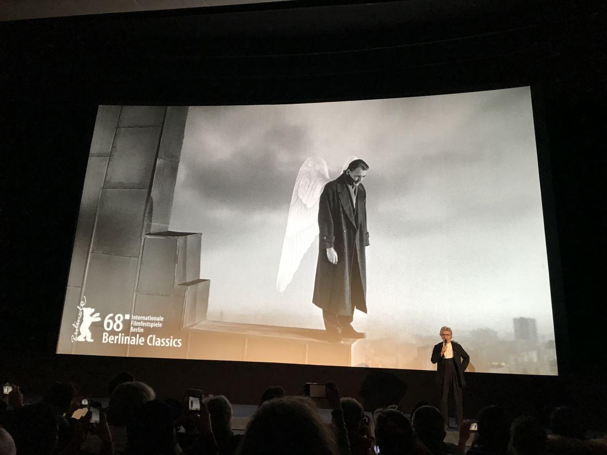 Imagem do clássico 'Asas do desejo' na projeção do Berlinale Classic, em 2018