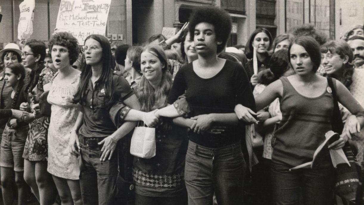 Documentário 'She's beautfil when she's angry' narra a luta das feministas a partir dos anos 1960