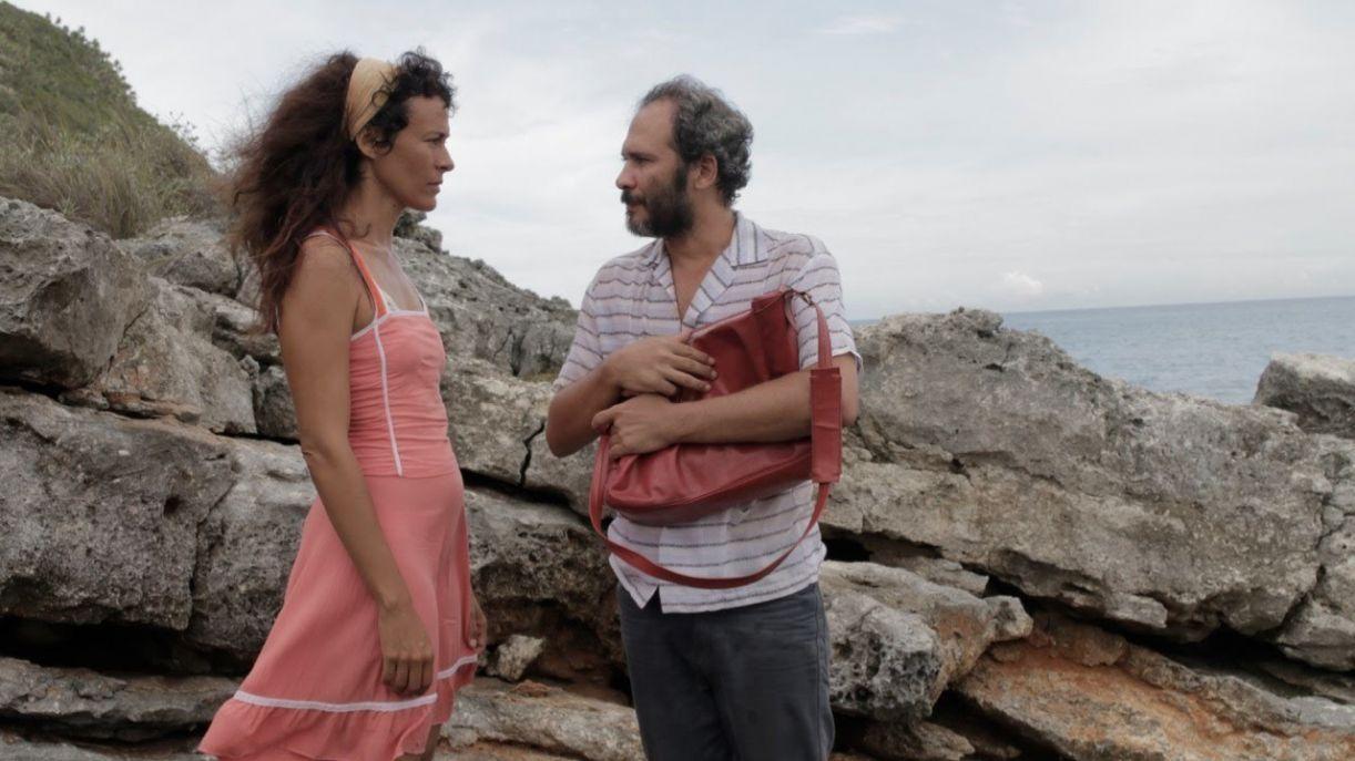 'Santa y Andrés' retrata a relação de afeto entre um escritor homossexual e uma mulher a serviço do governo