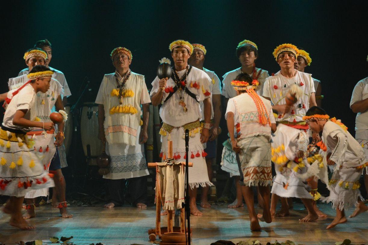 Kaiowás de acampamento de Douradina (MS) apresentaram com o Veraju um musical de cantos indígenas