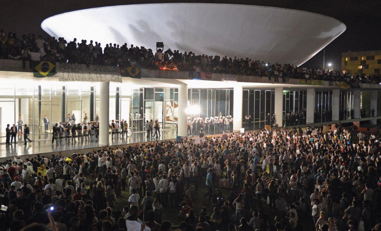 Manifestantes em Brasília: passeatas de junho de 2013 são consideradas o início do processo de ruptura no país