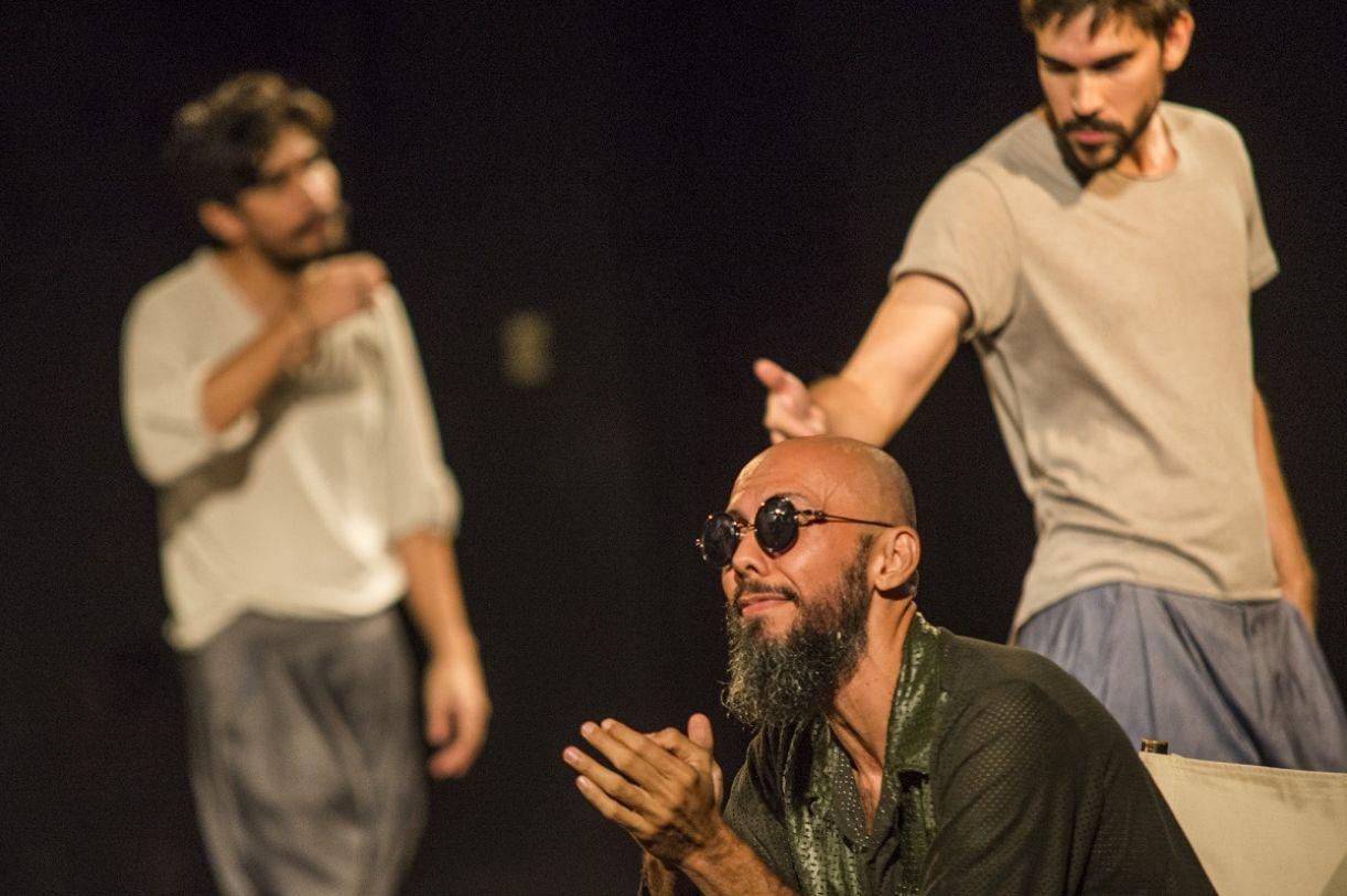 O elenco de 'A invenção do Nordeste': Robson, Mateus e Henrique (de óculos escuros)