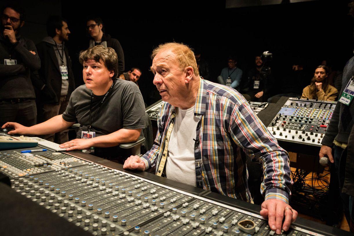 O produtor Rafael Hauck com o engenheiro de som Geoff Emerick na 'master class premium', realizada no estúdio Audio Porto