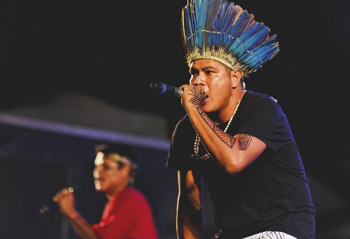 Composto por quatro integrantes, o grupo canta a resistência guarani