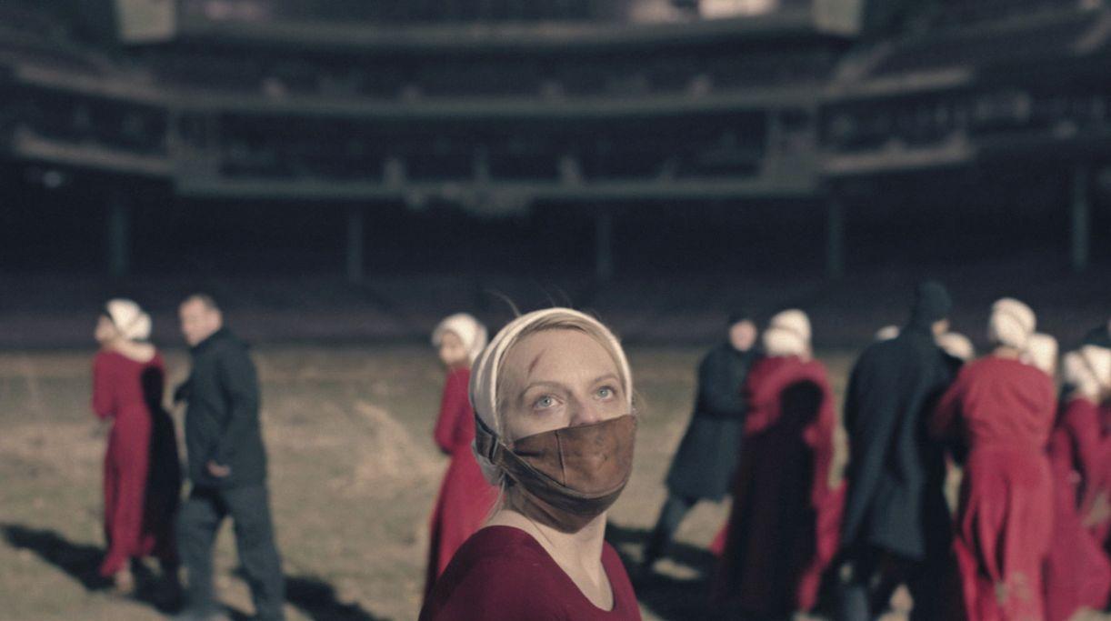 Elizabeth Moss protagoniza a série 'The handmaid's tale', da Hulu