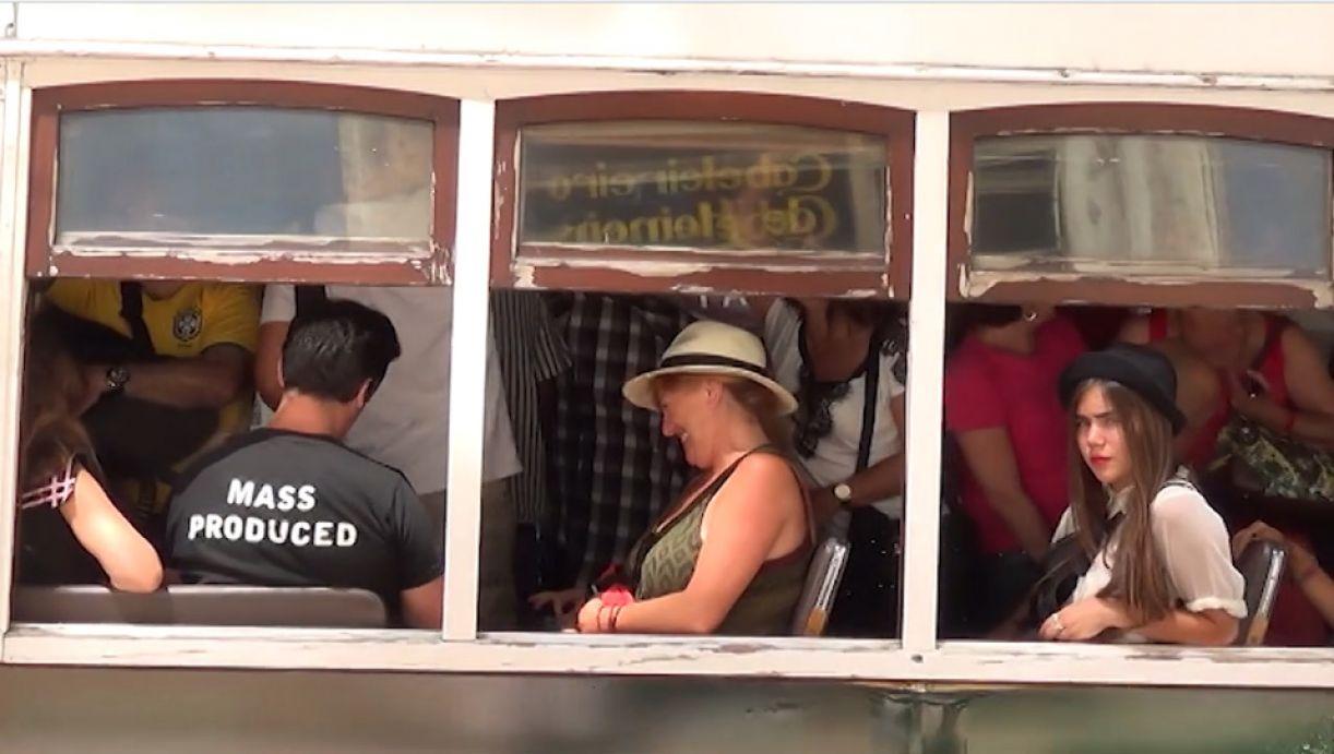 Frame do filme 'Terramotourism', do coletivo Left Hand Rotation, sobre uma Lisboa em transformação