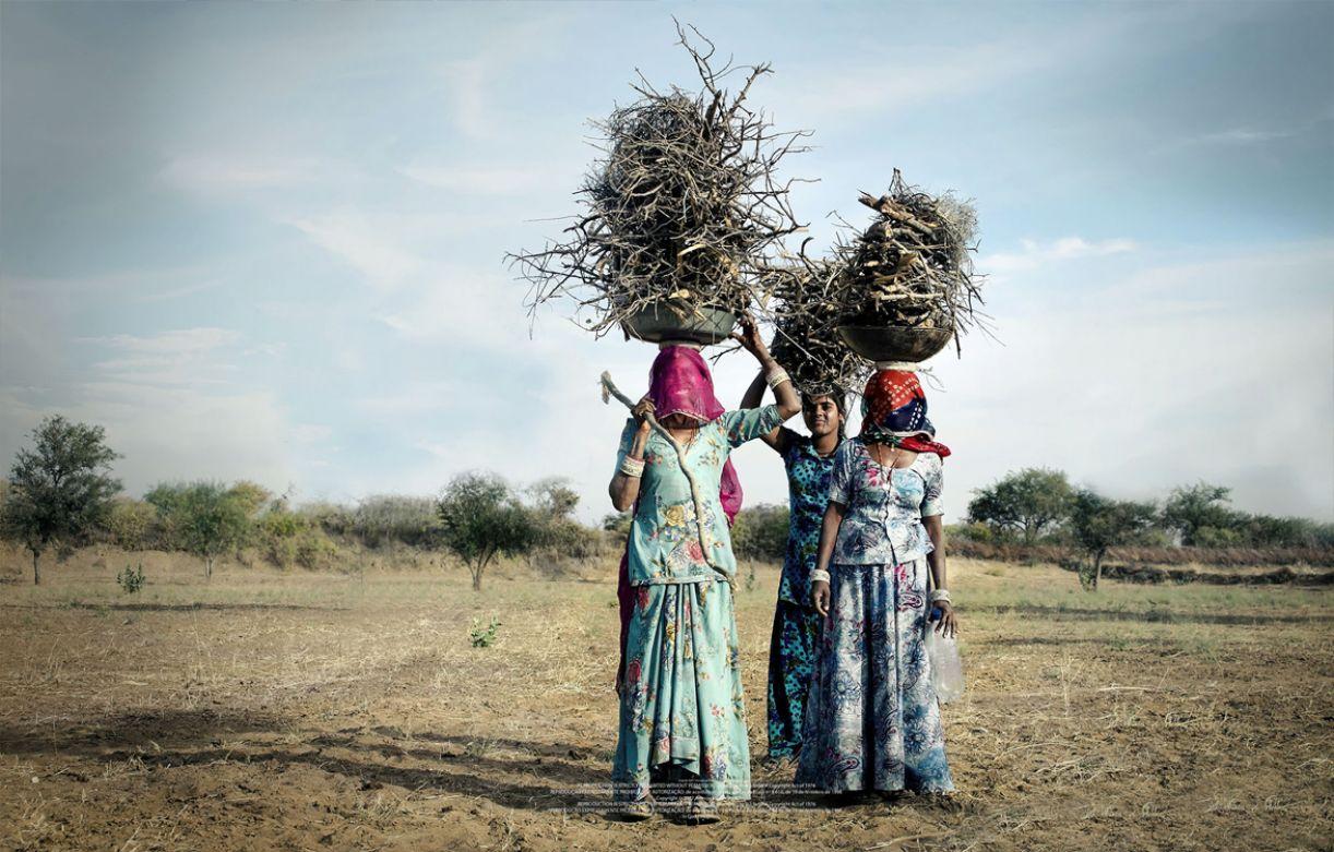 Seja na zona rural ou urbana, as mulheres do Rajastão se vestem de maneira impecável
