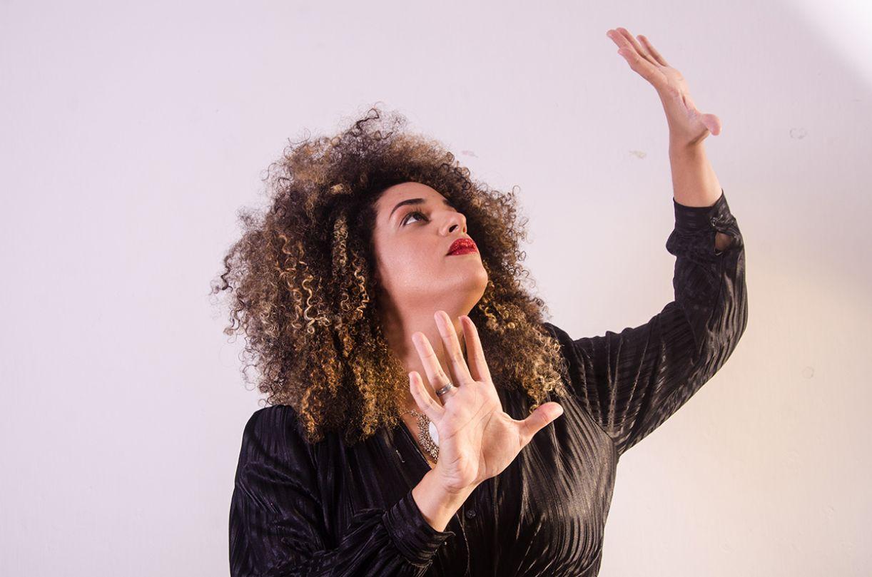 Luna Vitrolira leva ao papel a força da tradição poética oral que a formou