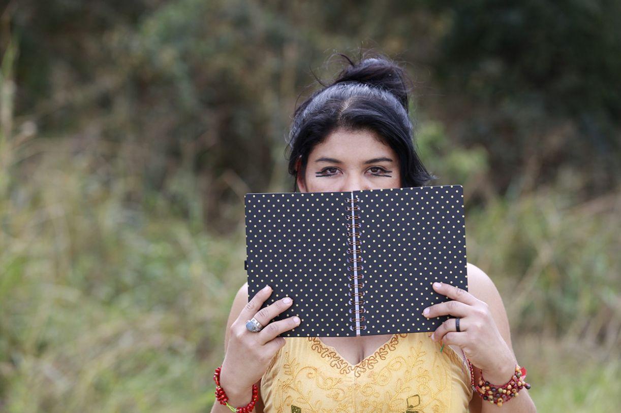 A atriz e escritora Gleycielli Nonato, descendente do povo guató, do Pantanal