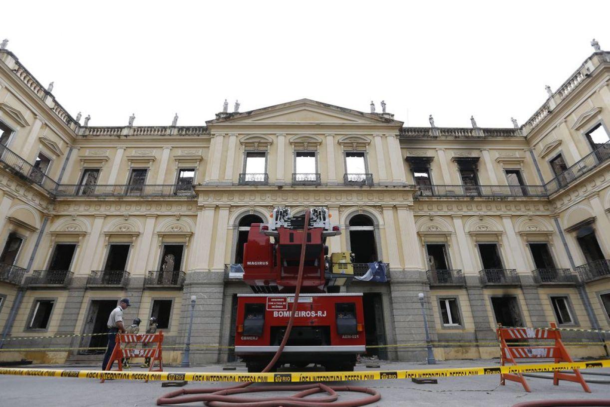 Dias seguintes: Museu Nacional agora interditado e sob perícia
