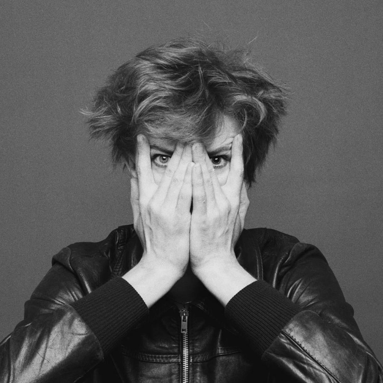 No álbum produzido em Berlim, Bowie se reafirma sob o signo da reinvenção