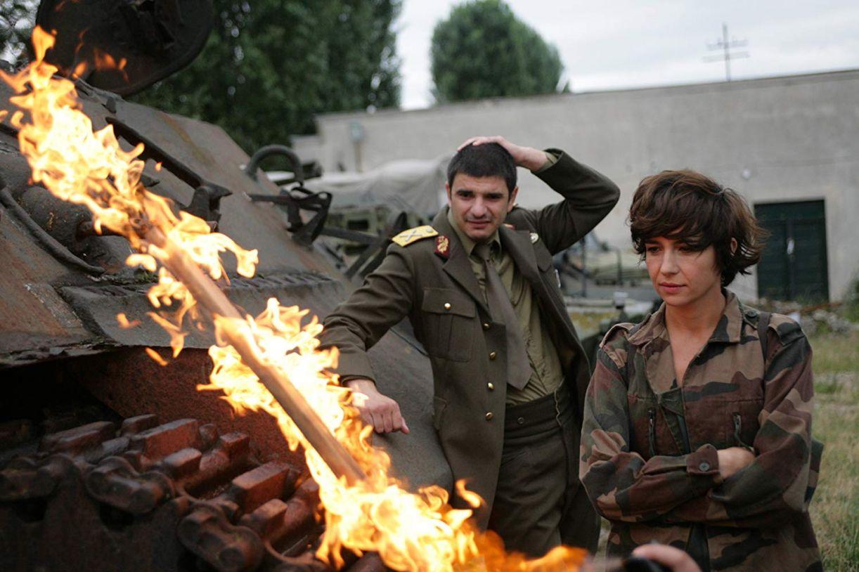 Filme romeno 'Eu não me importo se entrarmos para a história como bárbaros' traz paralelos com o Brasil atual