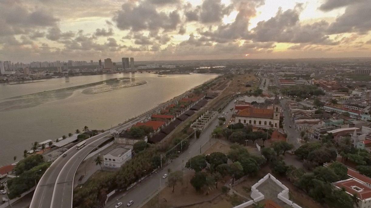 Sobrevoo no Cais José Estelita, Recife, no filme 'Cabeça de prédio'