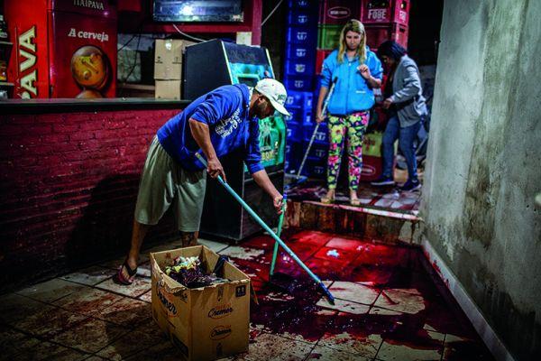 Chacina de Osasco em 2015. Foto: Avener Prado. 'Terra em transe', Fortaleza, Dragão do Mar