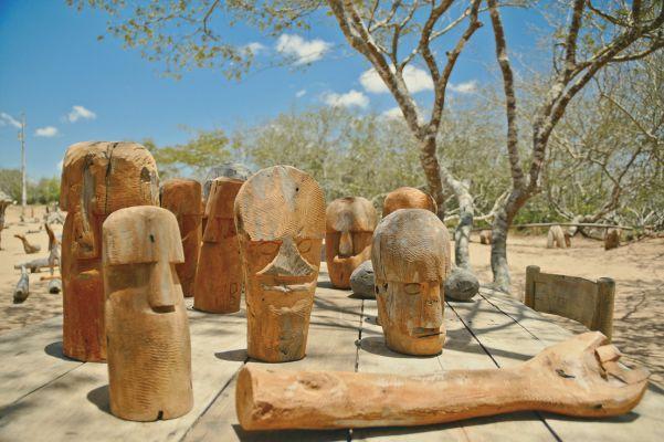 Muitos dos seres esculpidos pelo artista revisitam seu passado e figuras do imaginário sertanejo