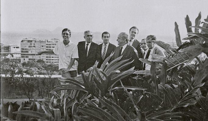 Em 1967, com os escritores Rubem Braga, Fernando Sabino, Vinicius de Moraes, Sérgio Porto, José Carlos Oliveira e Paulo Mendes Campos. Foto: Agência Literária e Paulo Garcez/Reprodução