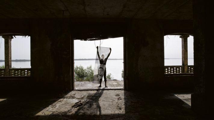 'Pontes sobre abismos', videoinstalação e série de fotografias, 2017