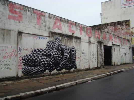 'Serpentes reencarnadas II' (2011). Impressão digital para outdoor, 5,85 x 3,1 m, Fortaleza (CE). Por Flora Assumpção