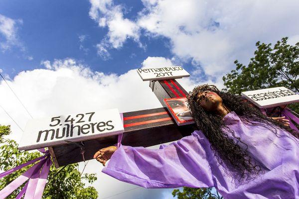 Mulheres crucificadas. 8M, Recife. Foto: Ana Lira