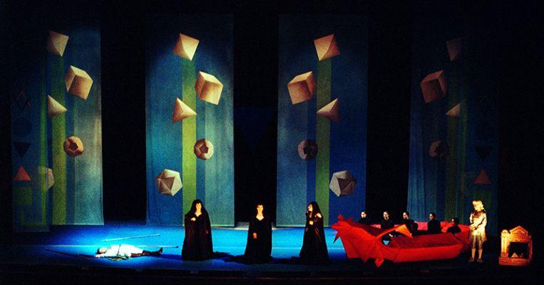 Cenário de Eichbauer para a ópera 'Flauta mágica'