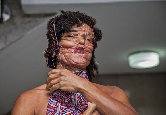 Artista na performance - If I loved you, em 2016. Foto: Adeola Olagunju/Divulgação