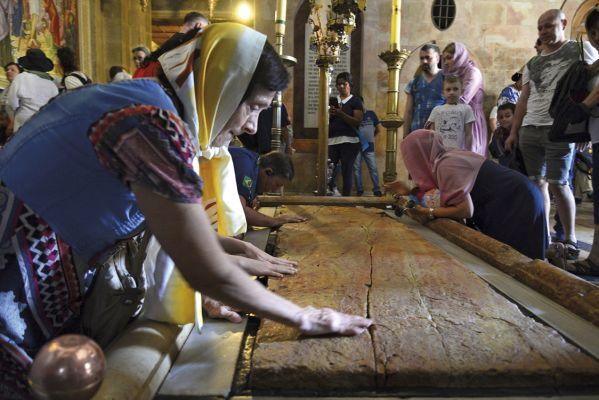 Pedra da Unção, na Basílica do Santo Sepulcro