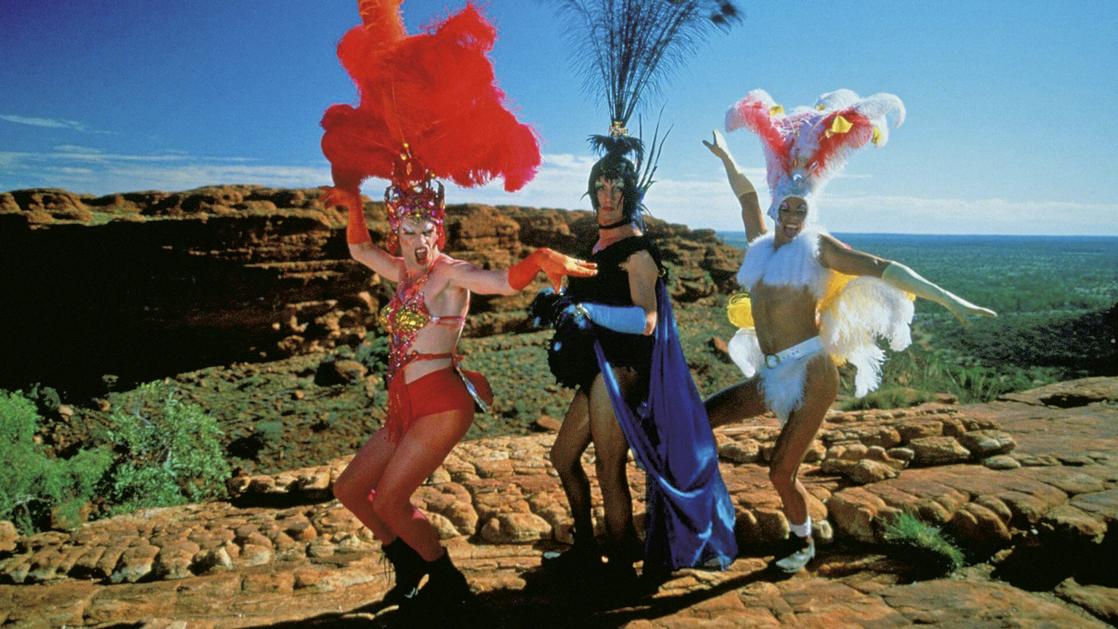 Drags em Priscilla, a Rainha do Deserto, filme de  1994, dirigido por Stephan Elliott