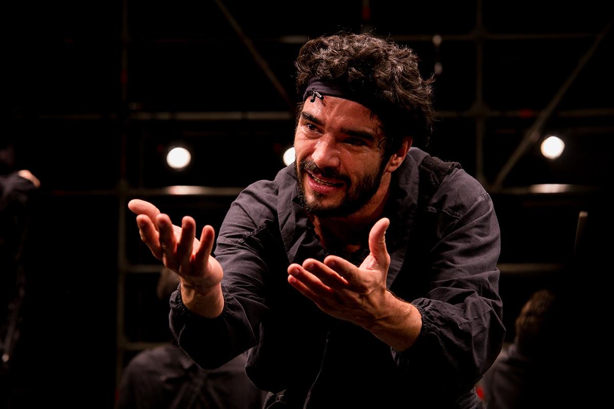 Caio Blat interpreta Riobaldo, o jagunço que reconta sua história